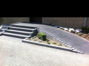 Steintreppe mit Rampe Korte Garten- und Landschaftsbau