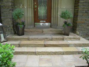 steinerner Eingangsbereich Korte Garten- und Landschaftsbau