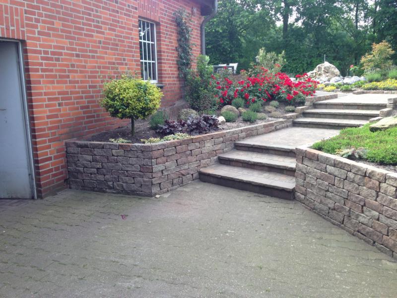 Steintreppe und Mauerung Korte Garten- und Landschaftsbau