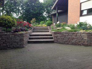 Steintreppe und Mauern Korte Garten- und Landschaftsbau