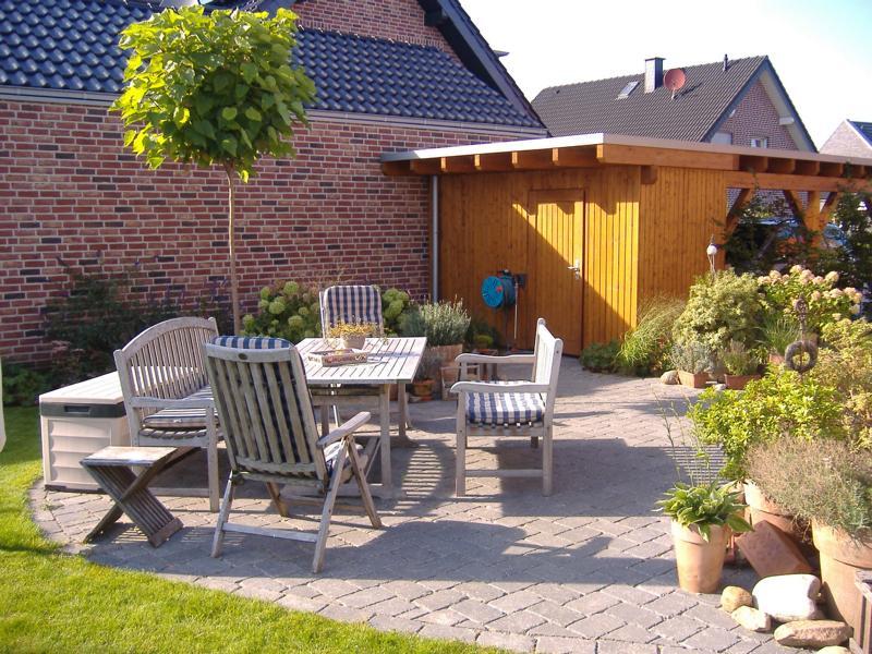 Terasse mit Holzmöbeln Korte Garten- und Landschaftsbau