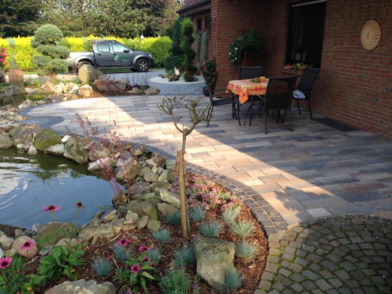 Terasse mit Teich Korte Garten- und Landschaftsbau