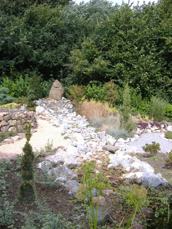 Wasserlauf aus Steinen Korte Garten- und Landschaftsbau