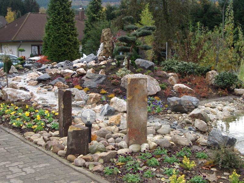 Wasserlauf Steine Korte Garten- und Landschaftsbau