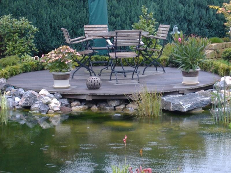Sitzecke Holz Teich Korte Garten- und Landschaftsbau