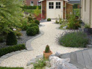 Kiesweg durch Steinbeet Korte Garten- und Landschaftsbau