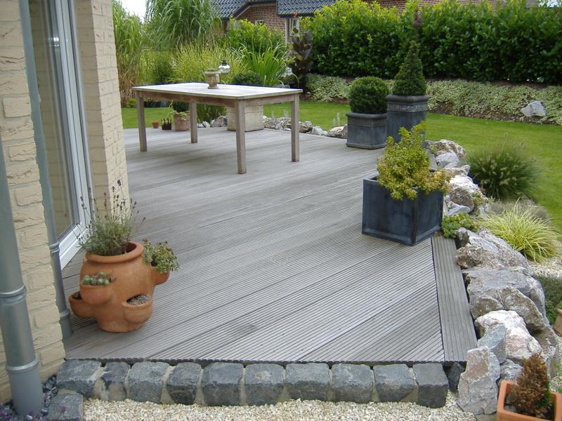 Holzterasse und Pflasterung Korte Garten- und Landschaftsbau