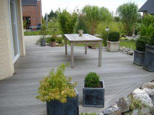 Terasse mit Tisch Korte Garten- und Landschaftsbau