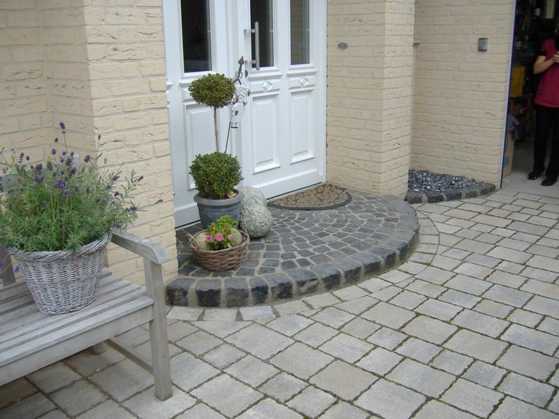 Pflasterungen Haustür Korte Garten- und Landschaftsbau
