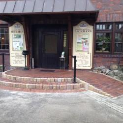 Gepflasterter Eingangsbereich